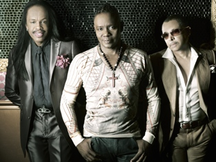 IMAGE Earth, Wind & Fire NYE Show